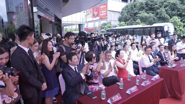 刘晓庆出席鹏爱集团第16家机构广州鹏爱开业仪式